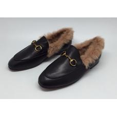 Женские зимние кожаные лоферы Gucci черные с мехом закрытая пятка