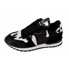 Женские кожаные камуфляжные кроссовки Valentino Garavani Rockstud черные с белым